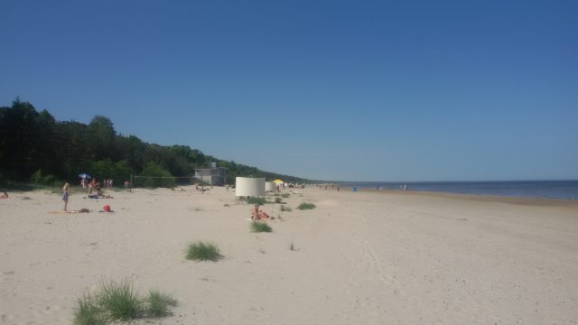 Pláž: dostatečné rozmístění převlíkáren, toalet a občerstvení zajišťuje vysoký konfort