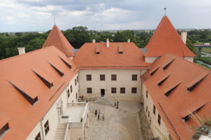 Zrenovovaná část hradu Bauska